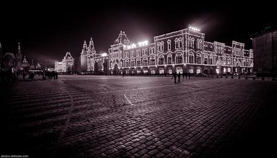 La Place Rouge de Nuit
