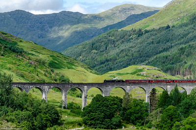 Jacobite Train at Glenfinnan Viaduc (Scotland)