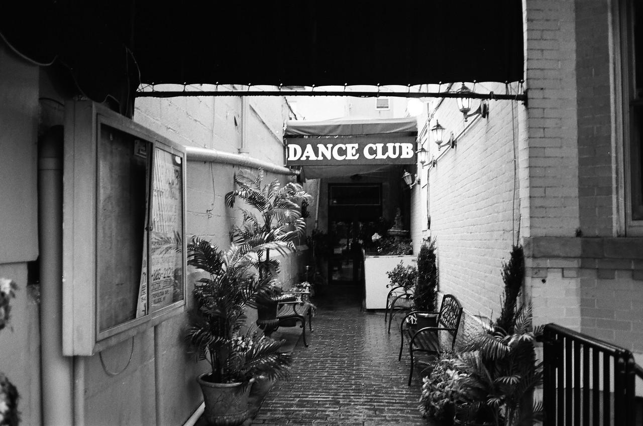 Dance Club International .
