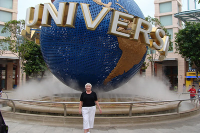 It's Saturday and we are off to visit the real reason that Dan is living (and working) in Singapore - Universal Studios Singapore!
