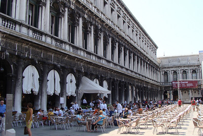 More Piazza di San Marcos.  The cafes on the plaza are TOTALLY over priced - and serve nothing but ice cream, hot dogs, and cold sandwiches.  WTF