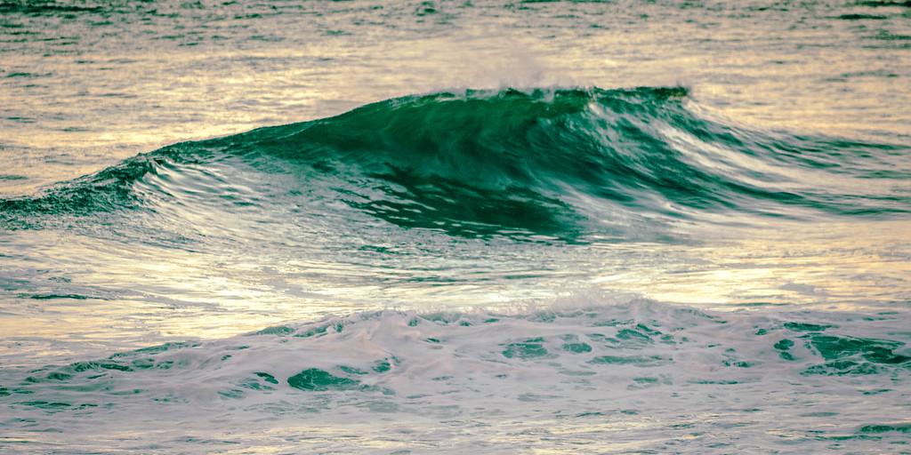 Wave in Hanalei Bay
