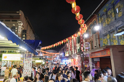 Crowds in Chinatown, walking speed is about 20 meters in a minute
