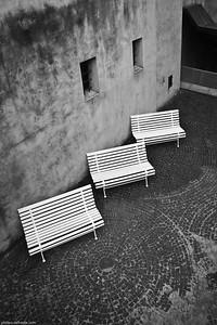 Trois bancs et un photographe