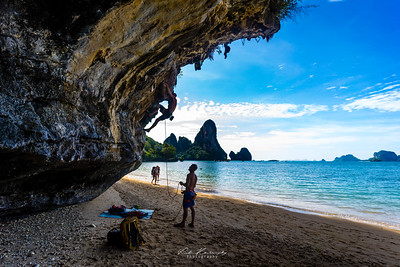 Climbing in Tonsai beach
