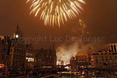 Fireworks, shot from the St Michielsbrug (St Michael's bridge) in Ghent (Gent), Belgium, end the OdeGand festivities. No Post processing!  This photo was printed on the pages 86-87 of the 2009 CityZine Guide of Ghent.
