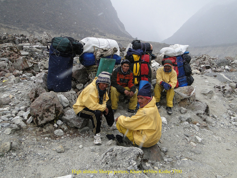 High altitude Sherpa porters, Khare 4950m-Kothe 3700