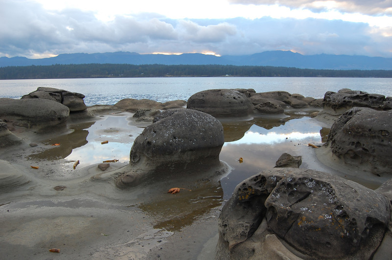 geologic formations of Hornby island