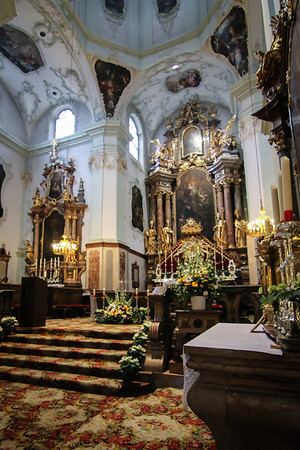 There are several altar paintings in St. Peter's Church that were created by Martin Johann Schmidt. (Kremser Schmidt). He is one of the most famous devotional and altarpiece painters of the 18th century.