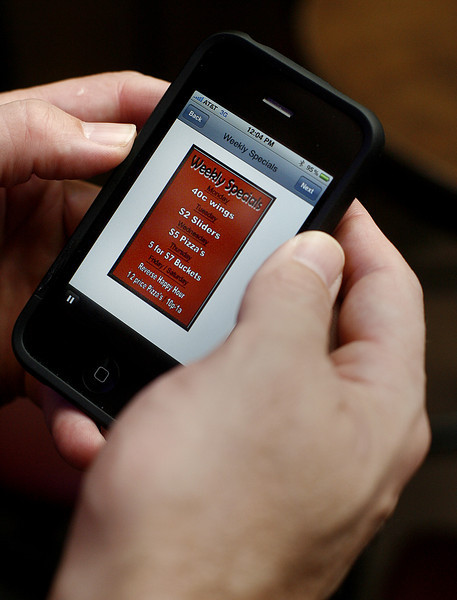 An application developed for the I-phone allows Leonís restaurant in Tulsa to inform customers of specials the restaurant is running.
