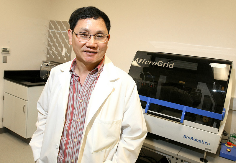 Jizhong Zhou, Ph.D., director of the Institute for Environmental Genomics at OU, in a lab at Stephenson Research and Technology Center Monday. PHOTO BY MAIKE SABOLICH