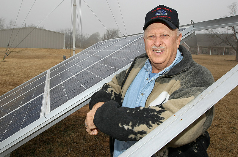 Herb Birth with a solar panel in his back yard. PHOTO BY MAIKE SABOLICH