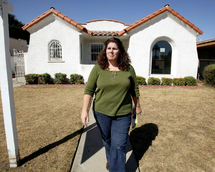 In this Oct. 1, 2009 photo, appraiser Katherine Scheri conducts an appraisal at a 1920s-era Spanish bungalow in South Los Angeles. Appraisers determine the value of a property by looking at recent sales of comparable homes, or comps. (AP Photo/Reed Saxon)