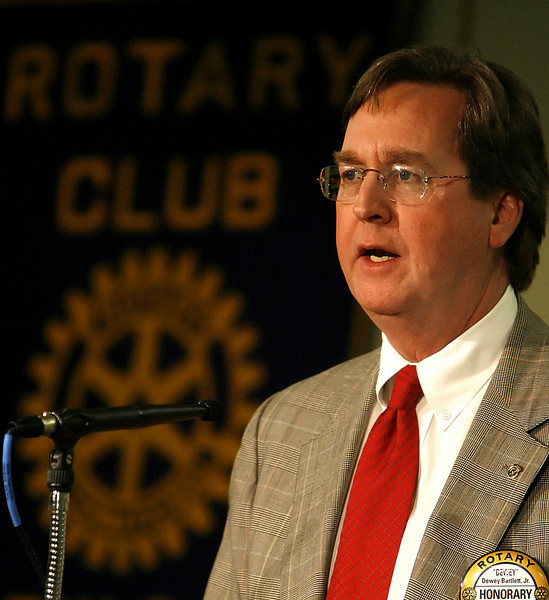 Tulsa Mayor Dewey Bartlett Jr. speaks t the Tulsa Rotary Club about the cities budget challenges.