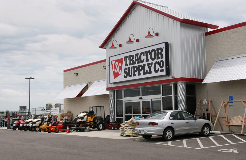 Cole Capital of Phoenix paid $2.36 million for the 19,800-square-foot Tractor Supply store in Glenpool.