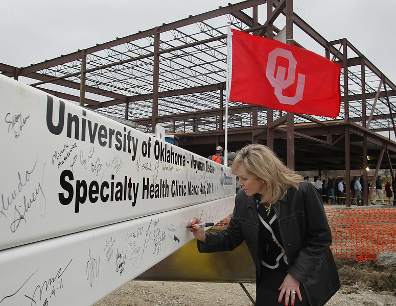 Governor Mary Fallin signs the last steel beam to be installed in the OU School of Medicine's Wayman Tisdale Specialty Health Clinic in North Tulsa.
