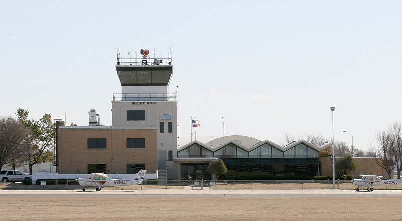 Control tower at Wiley Post Airport. PHOTO BY MAIKE SABOLICH