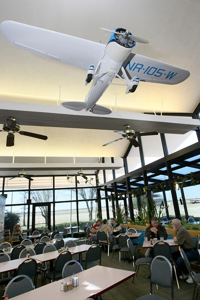 Runway Cafe at Wiley Post Airport. PHOTO BY MAIKE SABOLICH