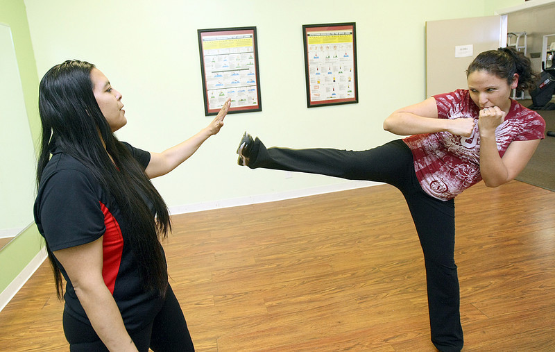 Personal Trainer Leanne Wolraich works with Lucinda Myers. PHOTO BY MAIKE SABOLICH