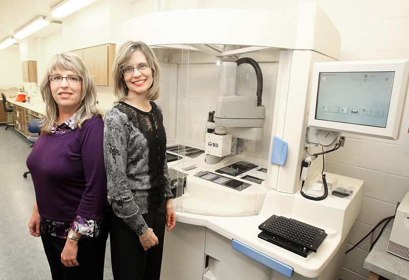 Karen Perry and Elizabeth Waltman at the Health Department lab. PHOTO BY MAIKE SABOLICH