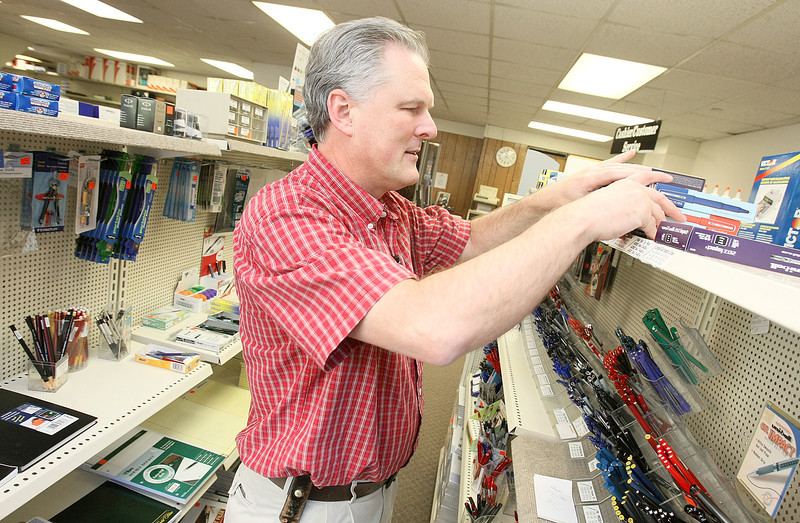 Gary Alderman, manager at Coplin's at First National, Wednesday. PHOTO BY MAIKE SABOLICH