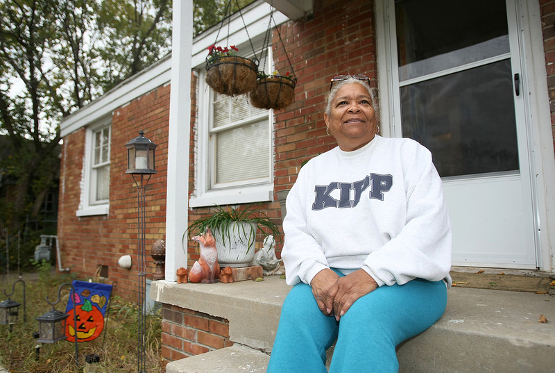 Patricia Wofford on the stairs of the house she rents on NE 20th Street. PHOTO BY MAIKE SABOLICH
