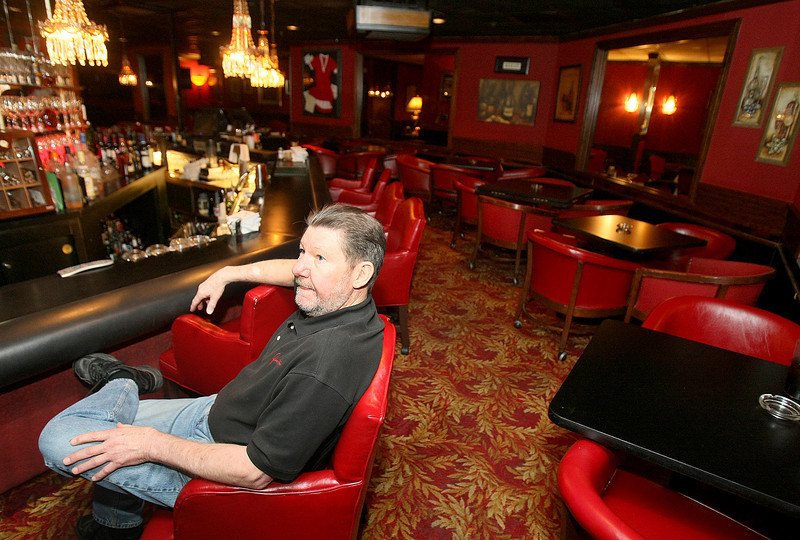 "Gary ""Shoes"" Kizziar with Junior's watches television in the retsaurant's separate smoking area bar. PHOTO BY MAIKE SABOLICH"