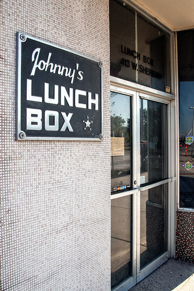 Johny's Lunch Box has closed it's doors.
