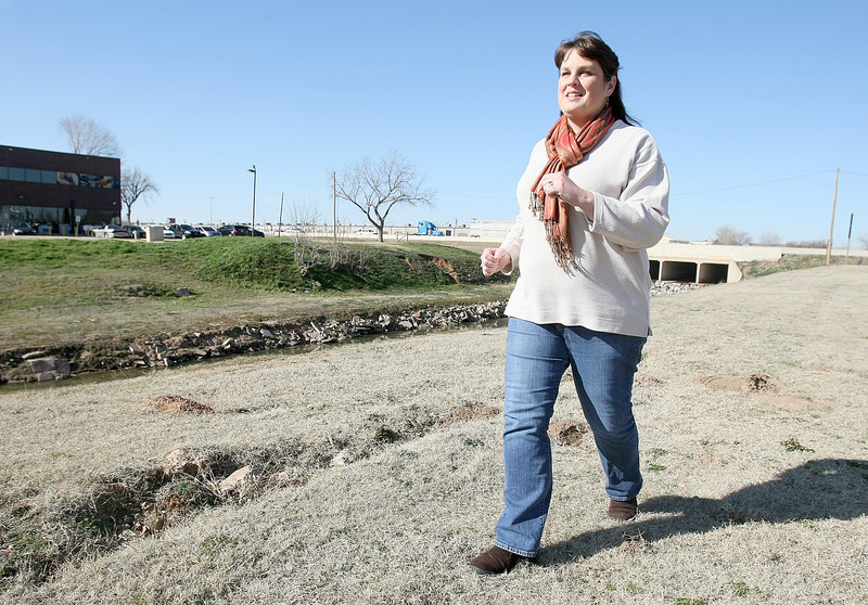 Deina McIntosh walks behind Hodges Trucking Monday. PHOTO BY MAIKE SABOLICH
