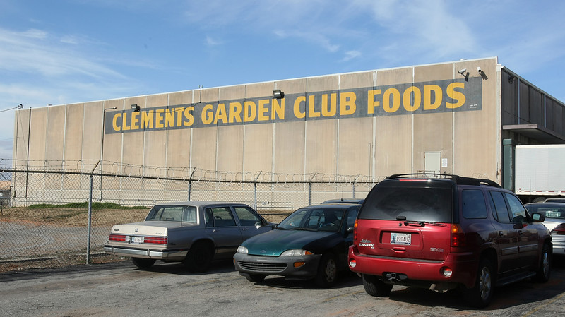 Clements Garden Club Foods on 6601 N Harvey. PHOTO BY MAIKE SABOLICH