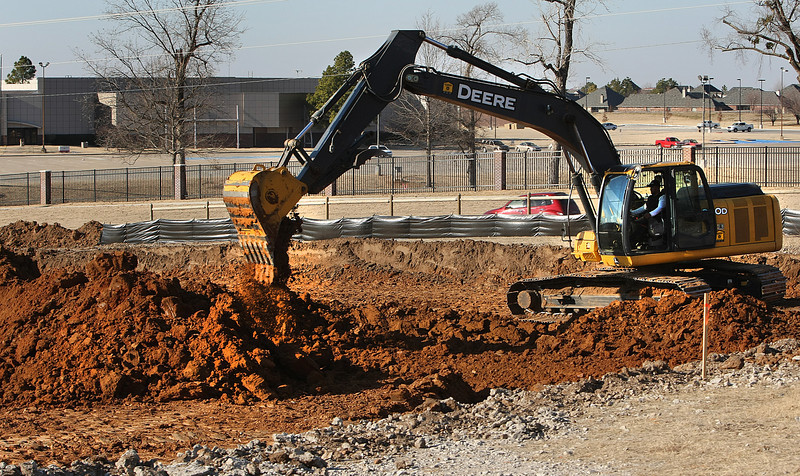 Work continues on the proposed Kialegee Tribal Town casino project in Broken Arrow despite officials from across Tulsa County opposing the project .
