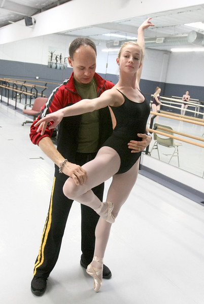 Jacob Sparso works with Gracie Singer. PHOTO BY MAIKE SABOLICH