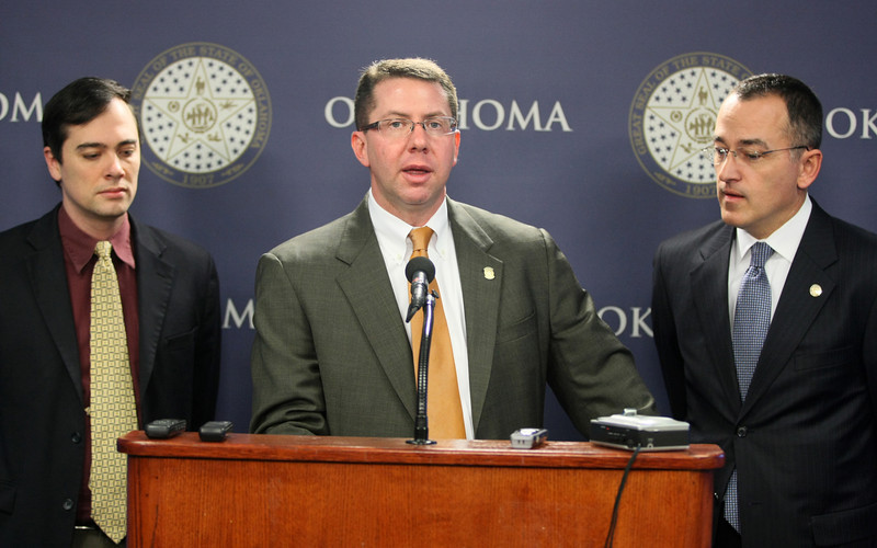 Speaker of the House Kris Steele together with representatives Jason Murphy and Randy McDaniel during a press conference Thursday. PHOTO BY MAIKE SABOLICH