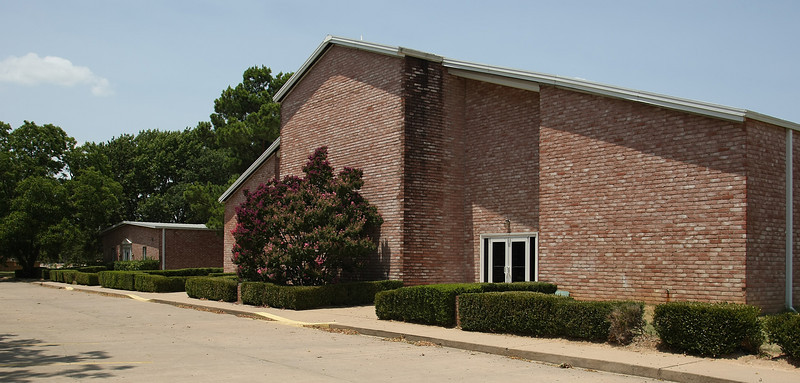 The Town & Country School was purchased by the Redeemer Presbyterian Church of Tulsa.