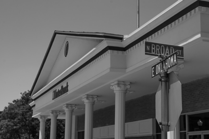 Before failing First Capital Bank sat at Broad and east Oklahoma Road in Guthrie. Since that time InterBank has moved into the building.