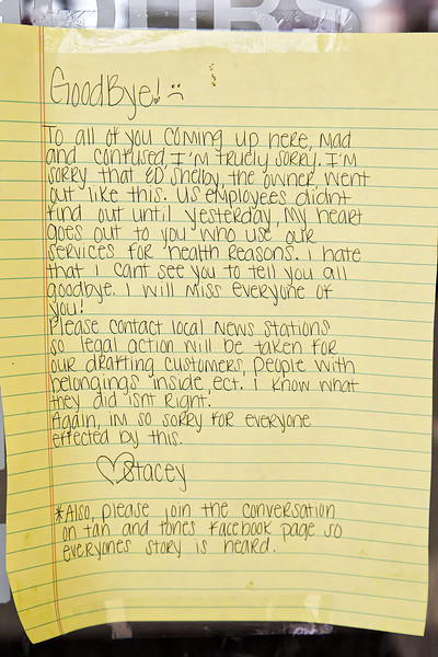 In addition to the note left by the owners of Tan & Tone America was this note left by an unhappy employee. In it she explains that employees were not aware of the closing and encourages legal action from clients who have paid memberships.
