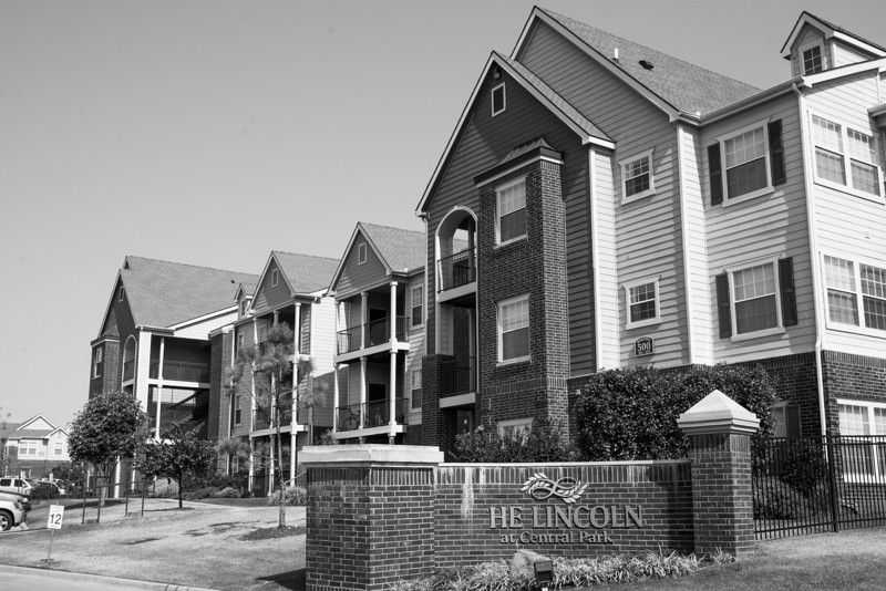 The Lincoln at Central Park is located at 500 Central Park Drive near I44 and N Lincoln Blvd.
