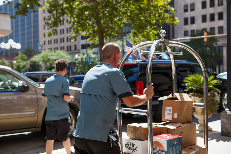 The Skirving Hotel provides valet and curb side luggage service.