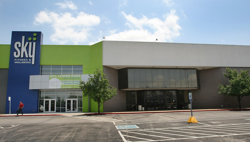 Oklahoma City's Zerby Interests paid $3 million for the former Mervyn's site at Tulsa Promenade Mall.