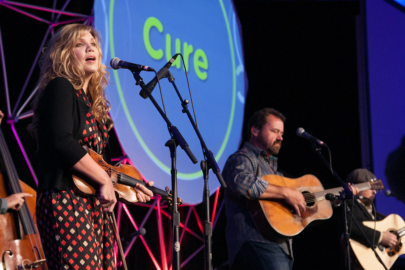 Allison Krauss and Union Station performed at an event honoring the first ever recipiant of the Harold Hamm prize for diabetes research.