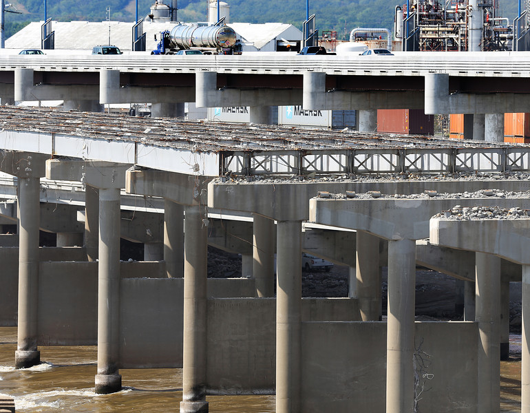 The old I-244 bridge over the Arkansas River in Tulsa is being replaced by a newer bridge. <br /> <br /> See ray for cutline details.