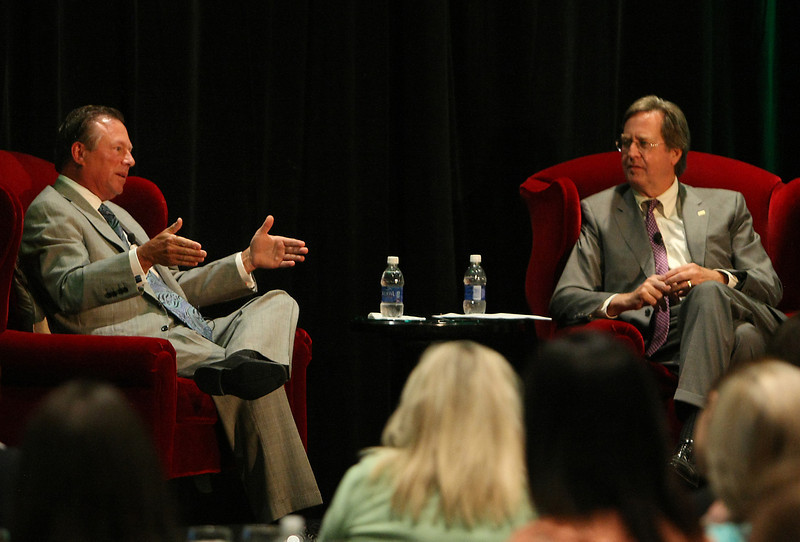 Grocer Jeff Reasor and Tulsa Mayor Dewey Bartlett at the Fireside Chat at the ICSC Oklahoma Idea Exchange in Tulsa.