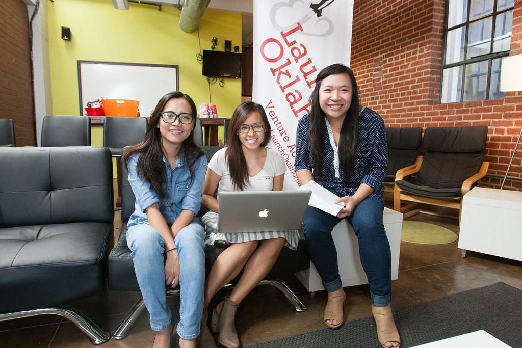 Liv Hoang, Lisa Phan, and Kelly Tran cofounders of Vakargo.