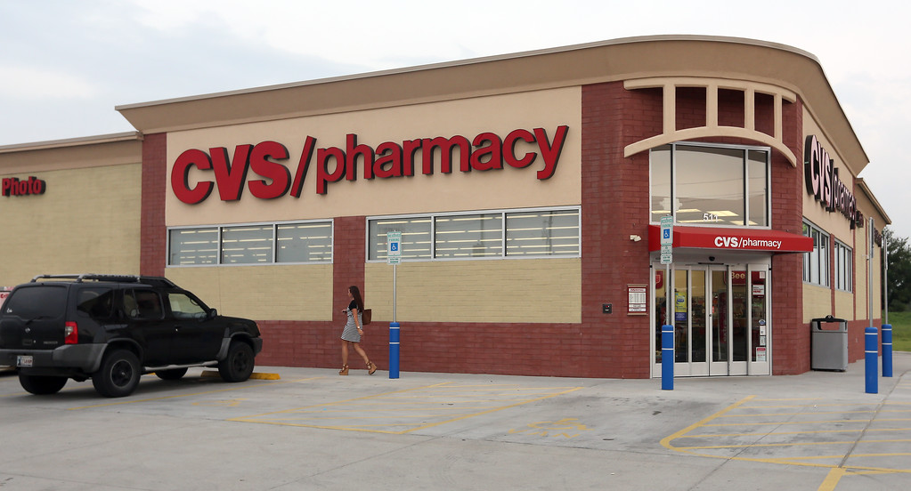 A pair of Indianapolis firms paid a combined $4.86 million for a 1.5-acre CVS Pharmacy at 511 S. Elm St. South in Jenks. Tulsa County Courthouse records indicate Metro Sand Jenks LLC acquired 76 percent of the 13,241-square-foot building from seller AIN2013 OK Jenks LLC, while Circle Jenks Realty LLC obtained 24 percent. Courthouse records indicate the tenant-in-common buyers assumed a $4.2 million existing mortgage inked in December for the one-year-old building, which retains a long-term CVS lease.