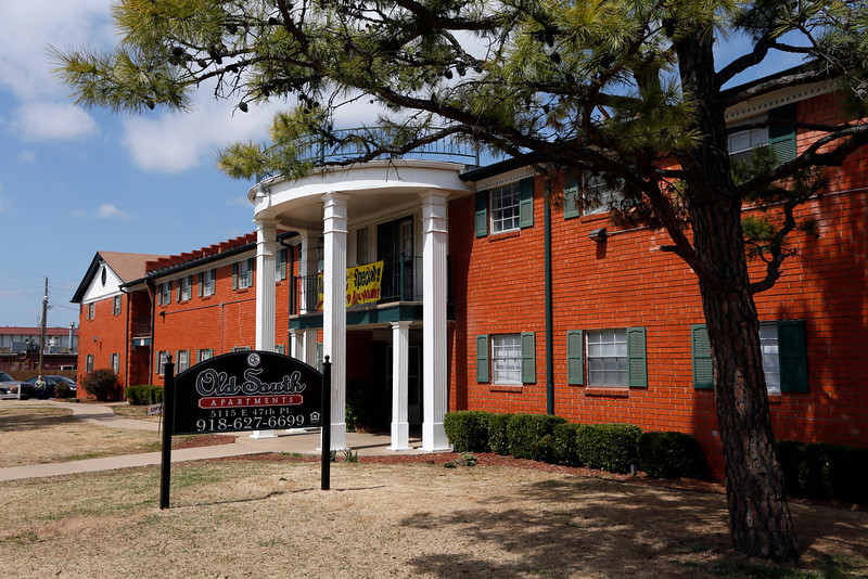 Three Bell Investments LLC paid $850,000, or $14,912 per unit, to Hudson America for the 57-unit Old South Apartments at 5137 E. 47th Pl. South in Tulsa, just off Yale and Interstate 44. Built in 1967, the 2.38-acre complex features a pair of two-story buildings totaling 48,762 square feet. Occupancy was 92 percent at closing. Old South offers 14 one-bedroom units, each 677 square feet, plus 42 two-bedroom units ranging from 900 to 935 square feet, and one three-bedroom unit at 1,376 square feet. Current rents range from $525 to $725. NAI Petrous multifamily broker Raymond Lord, who listed the property at $1.4 million with Benjamin Davis, said Three Bell Investments plans more than $175,000 in both interior and exterior improvements, from a new roof and parking lot to installing fax wood flooring, brushed nickel fixtures and new black kitchen appliances.