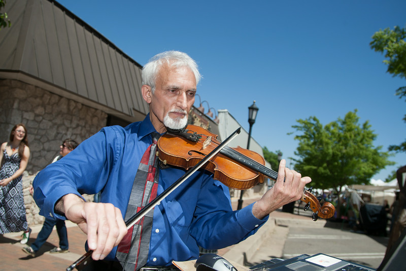 Kam Brad playing violine at the Edmond Arts Festival taking place in downtwon Edmond, OK.