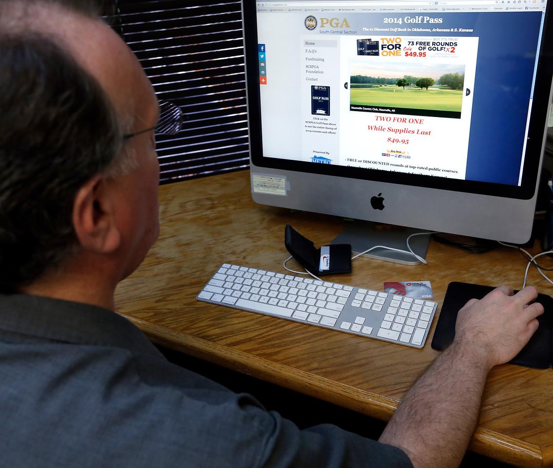 Chris Swafford purchases golf merchandise online.
