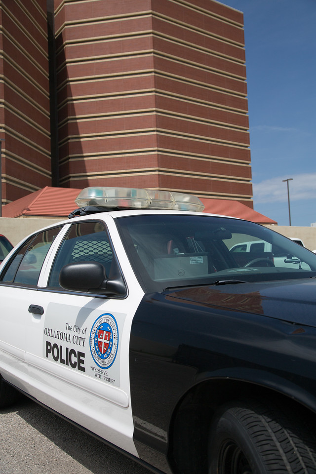 A Oklahoma City police vehical in front of the Oklahoma County jail.