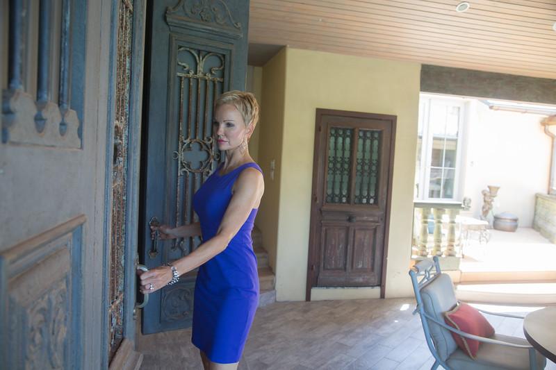 Realtor Rhonda Bratton is selling 6619 Avendale Drive in Nicholes Hills, OK.