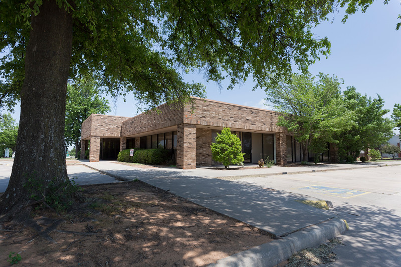 Office buildings sit empty at 464 N Financial Terrace on Monday, May 14, 2018 in Mustang, Oklahoma.  (Emmy Verdin/Photographer)